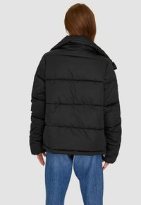 Stradivarius - MIT ROLLKRAGEN - Winter jacket - black - 1