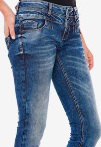 Cipo & Baxx - MIT COOLEM DOPPEL-BUND - Slim fit jeans - blau - 4