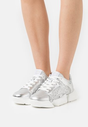 VEGAN MATRIX TWO - Sneaker low - silver