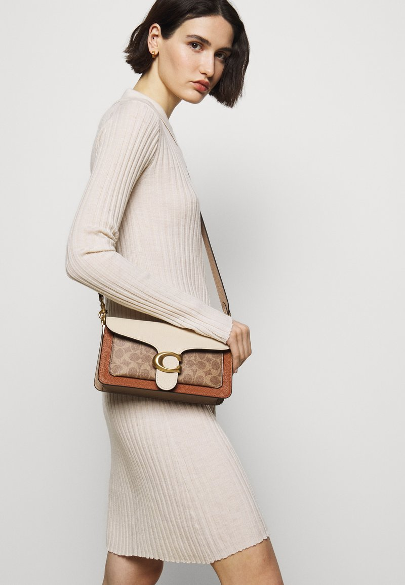 Coach - SIGNATURE TABBY SHOULDER BAG - Handbag - tan/ivory