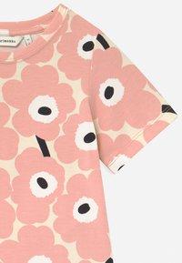 Marimekko - SOIDA MINI UNIKOT - Print T-shirt - beige/rose/black - 2