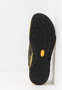 La Sportiva - TX2 - Lezecká obuv - black/yellow - 4