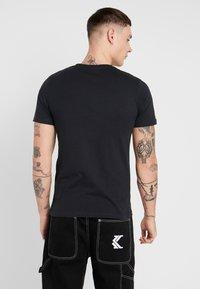 Jack & Jones - JORMUSTO TEE CREW NECK - T-Shirt print - tap shoe - 2