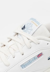 Reebok Classic - CLUB C 85 VEGAN - Sneakers - chalk/gable grey/vector navy - 5