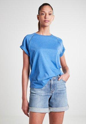 MIT LOCHSTICKEREI - Basic T-shirt - teichblau