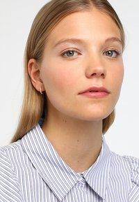 Orelia - HUGGIE HOOP - Earrings - gold-coloured - 1