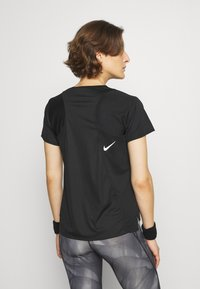 Nike Performance - RACE - Basic T-shirt - black/silver - 2
