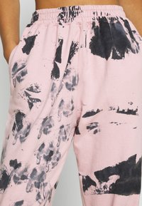 Missguided - TIE DYE JOGGER - Tracksuit bottoms - pink - 4
