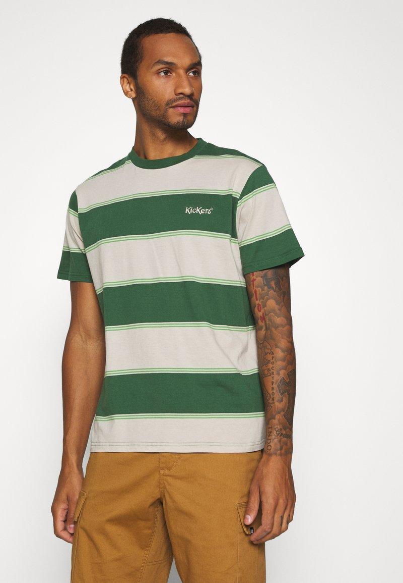 Kickers Classics - HORIZONAL STRIPE TEE - T-shirt z nadrukiem - beige/green