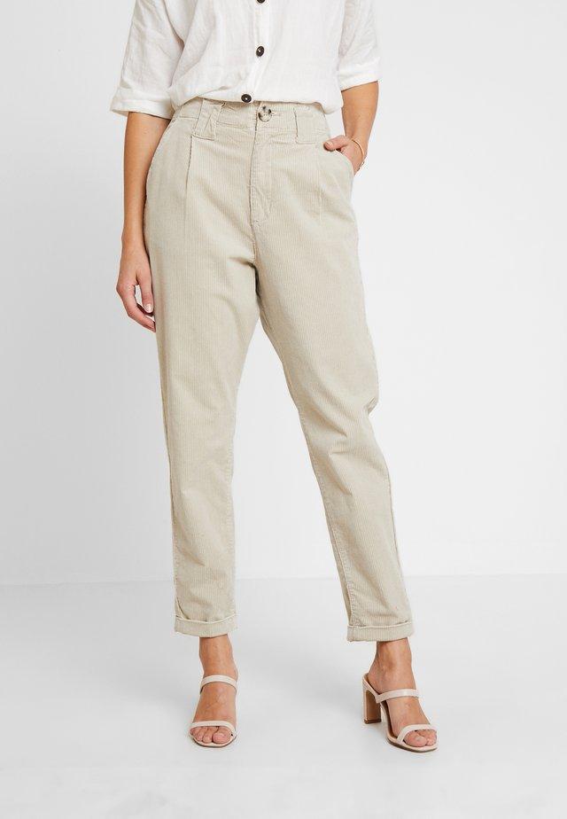 PANTS - Pantalon classique - light beige