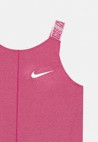 Nike Performance - ELASTIKA - Funkční triko - fireberry/white - 2