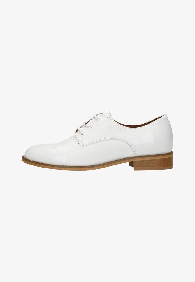 Derbies & Richelieus - white