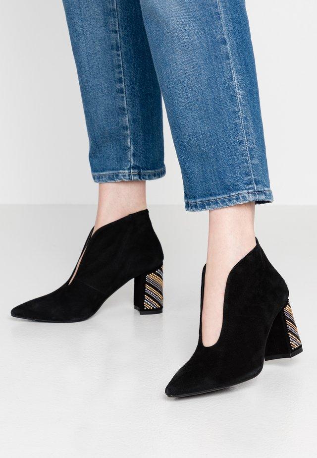 TINA - Korte laarzen - nero