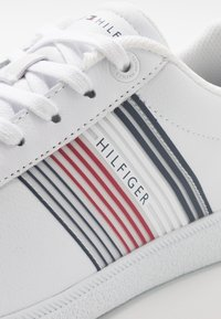 Tommy Hilfiger - ESSENTIAL CORPORATE CUPSOLE - Zapatillas - white - 5
