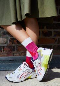 ASICS SportStyle - GEL KAYANO - Sneakers basse - white/purple matte - 4