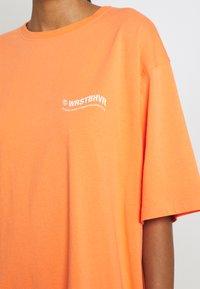 WRSTBHVR - CIRCLE WASHED WOMEN - T-shirt imprimé - orange - 5