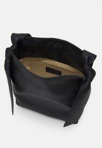 Rejina Pyo - ANGELA TOTE - Handbag - black - 3