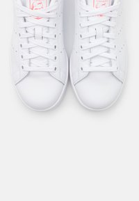 adidas Originals - STAN SMITH SPORTS INSPIRED SHOES - Trainers - footwear white/signal pink - 5