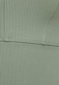 Cotton On Body - V NECK VESTLETTE - Sujetador deportivo - basil green - 2