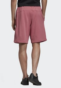 adidas Originals - R.Y.V. SHORTS - Shorts - pink - 1