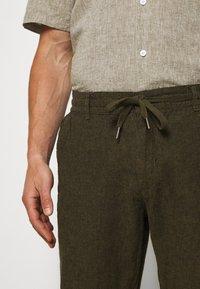 Lindbergh - PANTS - Trousers - army - 3