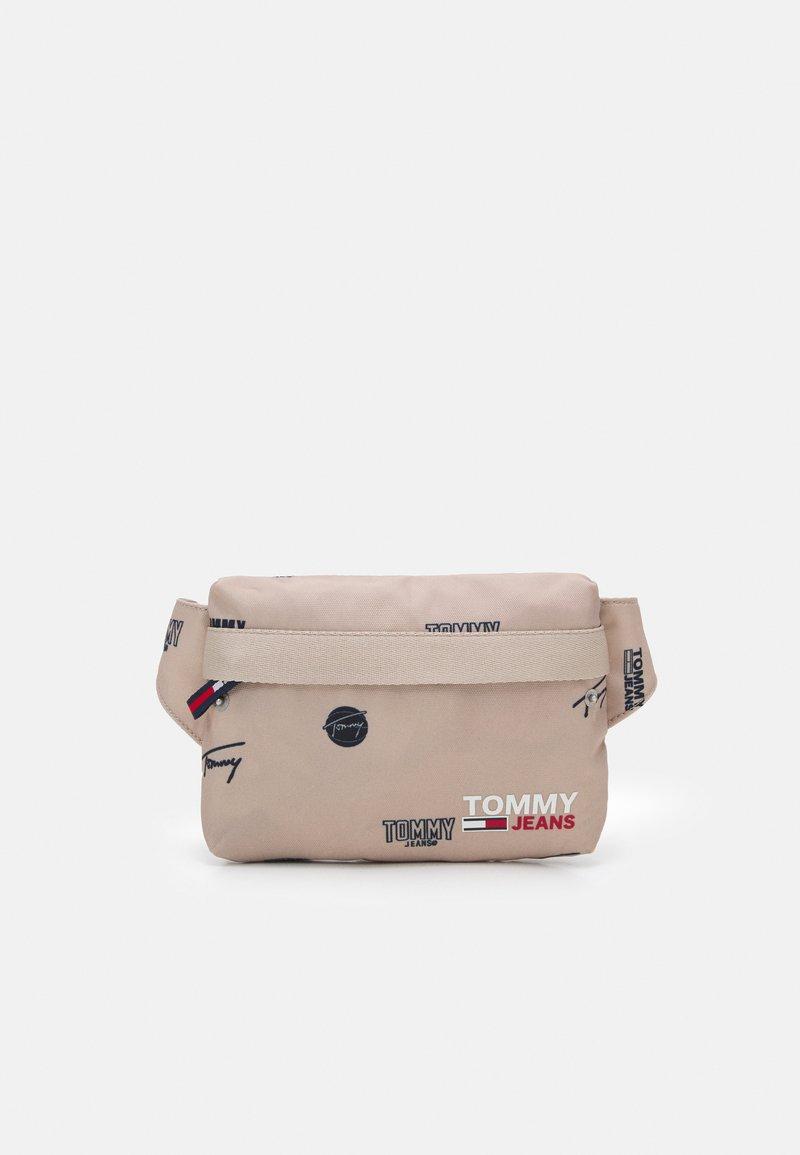 Tommy Jeans - CAMPUS BUMBAG PRINT UNISEX - Taška spříčným popruhem - beige