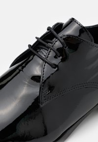 The Kooples - DERBIES - Šněrovací boty - black - 4
