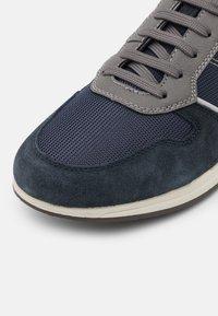 Geox - AVERY - Sneakers basse - dark avio - 5