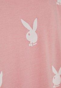 Missguided - PLAYBOYOVERSIZED T-SHIRT DRESS - Vestido ligero - pink/white - 2