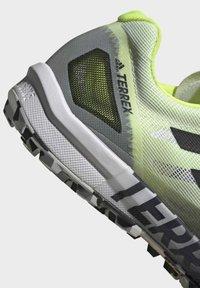 adidas Performance - TERREX SPEED PRO  - Løpesko for mark - white - 5