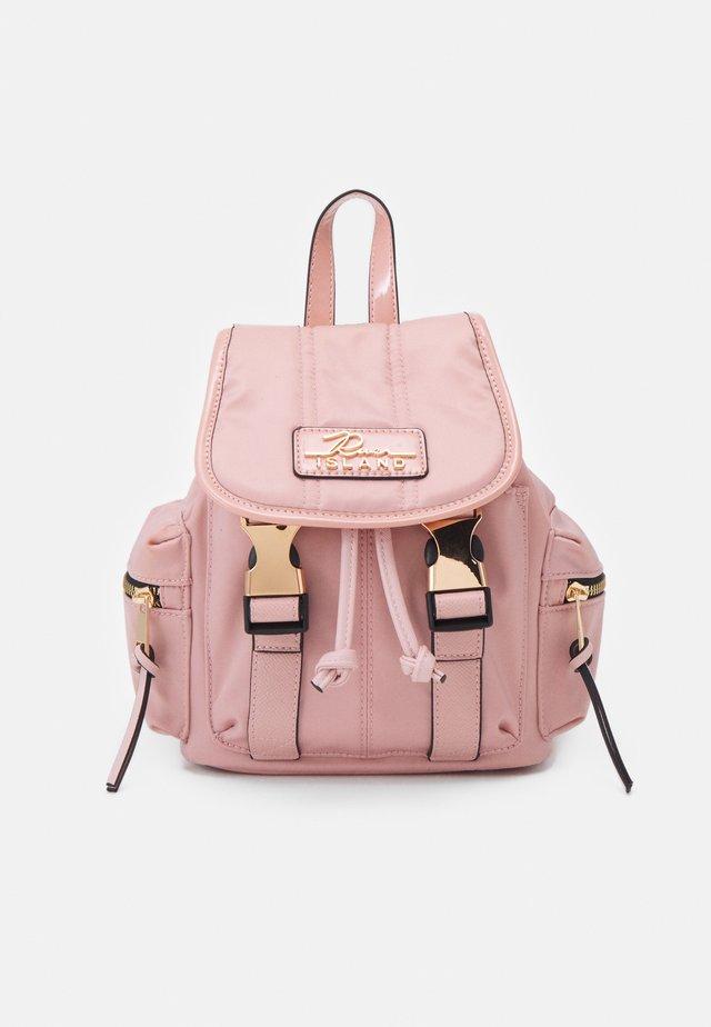 Batoh - pink light
