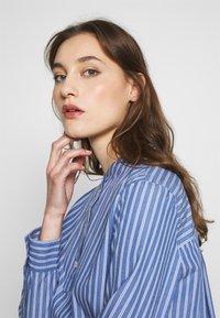 Marc O'Polo DENIM - BLOUSE HALF BUTTON PLACKET LONGSLEEVE - Button-down blouse - blue - 3
