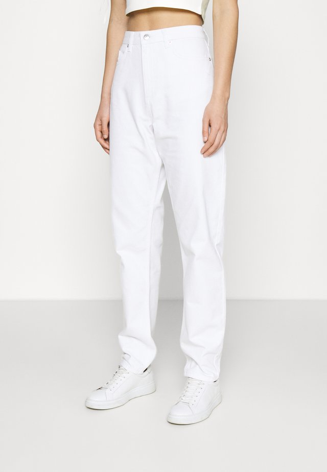 LOOSE - Džíny Relaxed Fit - white