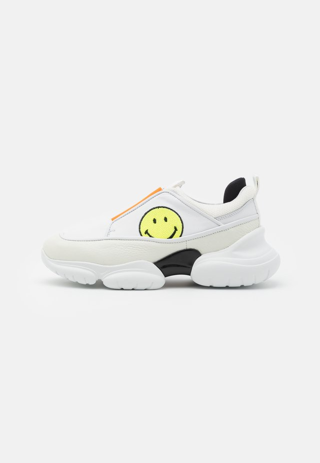 HAMLIN SMILE - Slippers - white