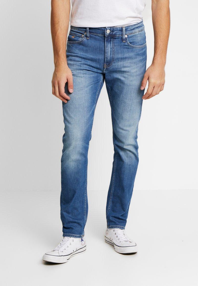 Calvin Klein Jeans - CKJ 026 SLIM - Slim fit jeans - bright blue