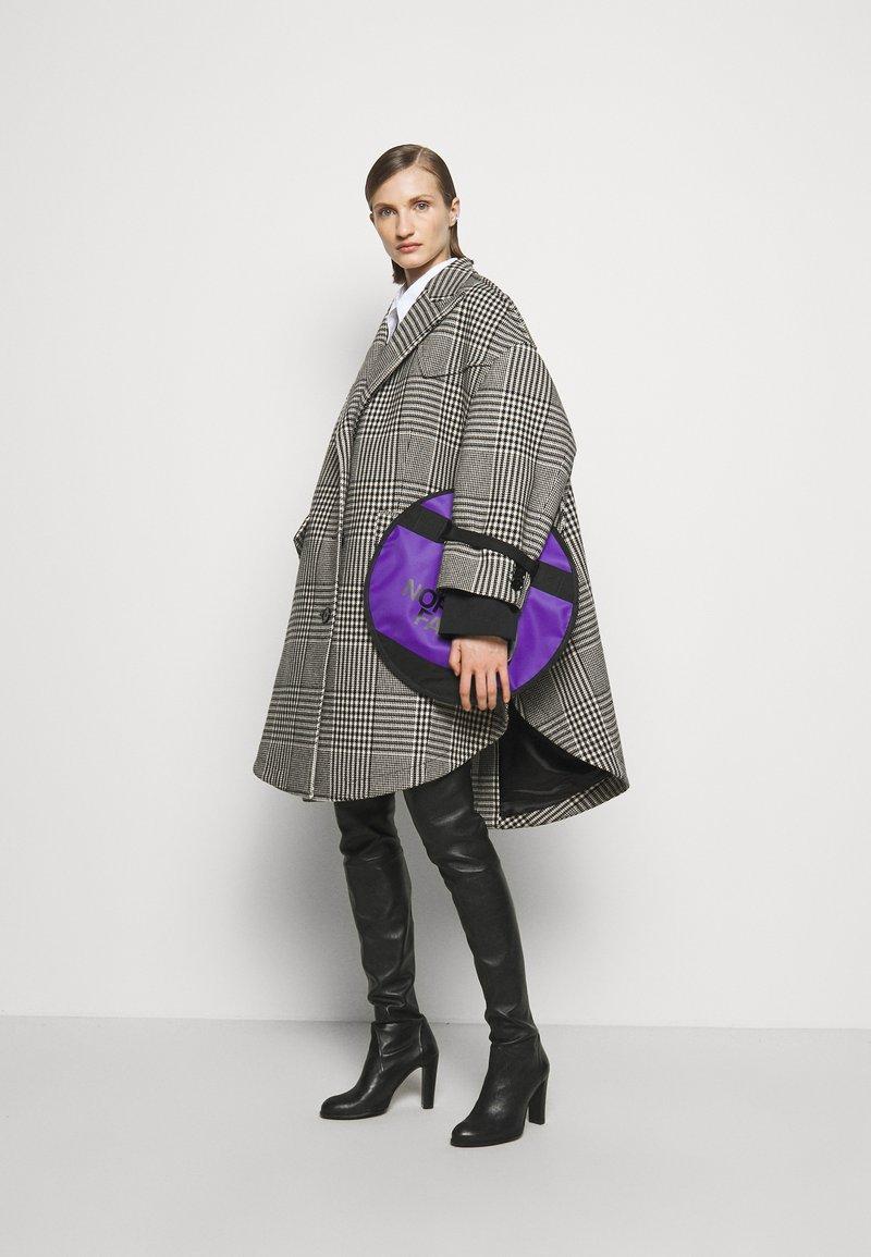 MM6 Maison Margiela - Taška spříčným popruhem - royal purple