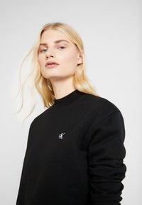 Calvin Klein Jeans - EMBROIDERY REGULAR CREW NECK - Sweatshirt - black - 4