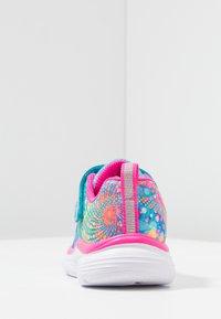 Skechers - WAVY LITES - Tenisky - multicolor/hot pink - 3