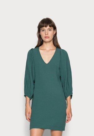 DRESS LEONORE STRUCTURE - Vestido informal - dusty green