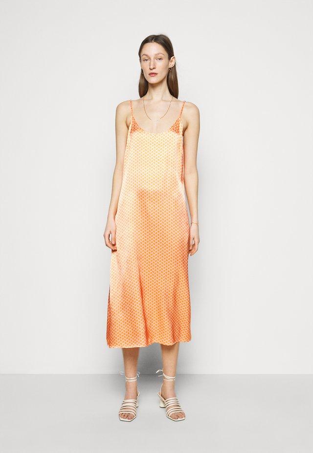 FAITH - Sukienka letnia - peach