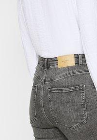 Vero Moda Tall - VMLOA - Jeans Skinny Fit - medium grey denim - 4