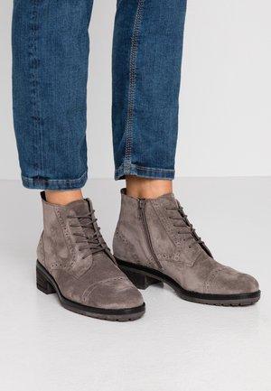 Kotníková obuv - wallaby