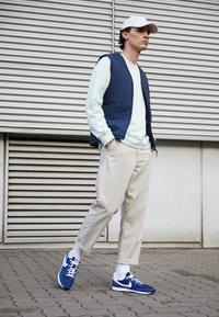 Nike Sportswear - CHALLENGER OG UNISEX - Zapatillas - midnight navy/white/black - 0