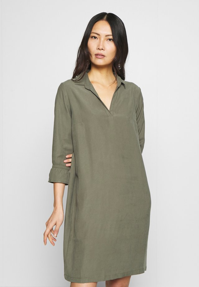 FRIPJUMP DRESS - Kjole - hedge