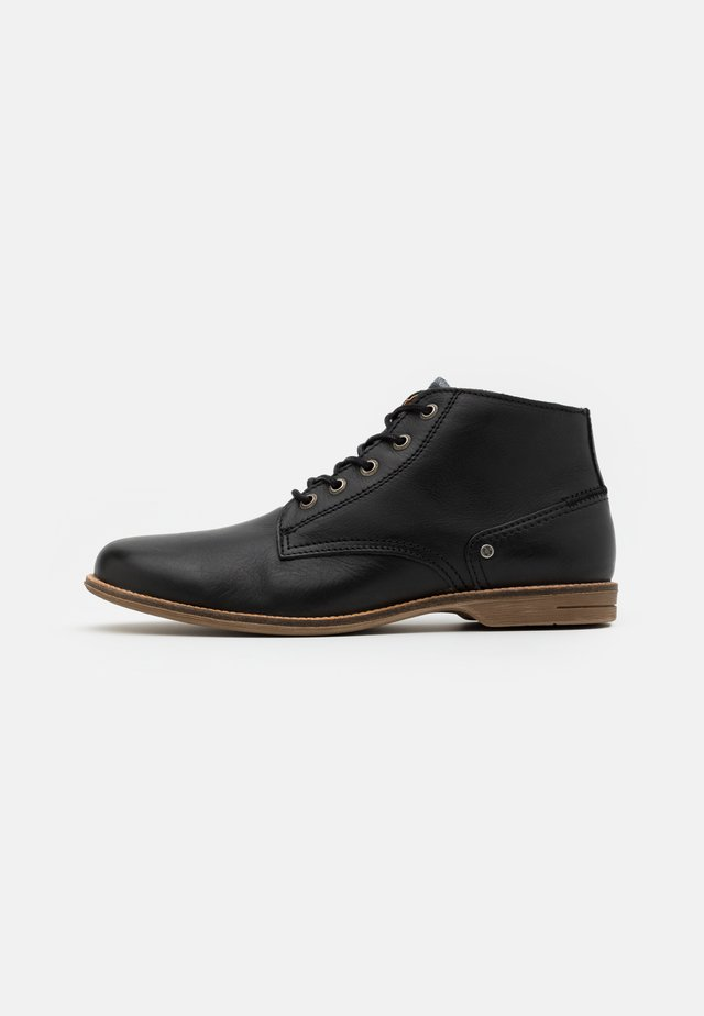 CRASHER - Botines con cordones - black