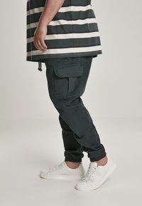 Urban Classics - Pantaloni cargo - bottlegreen - 3