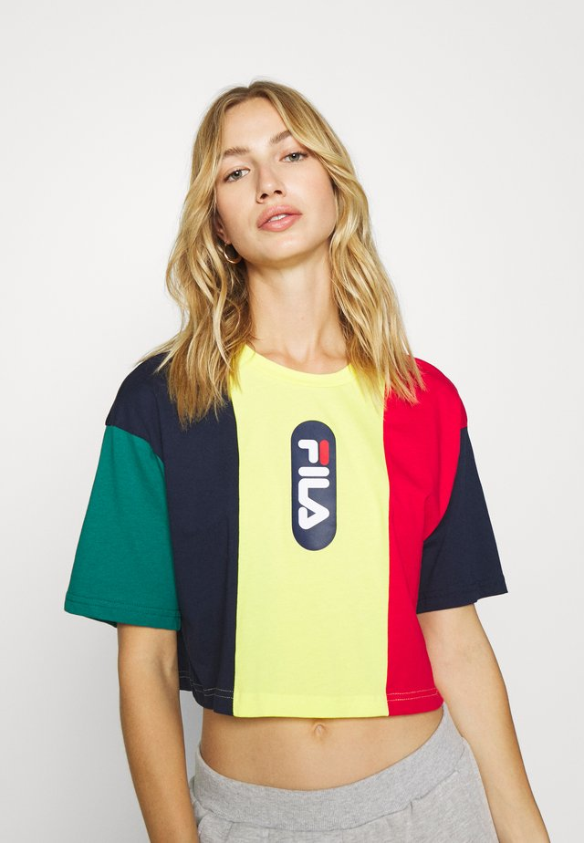 BASMA BLOCKED CROPPED TEE - T-Shirt print - black iris/true red/teal green aurora