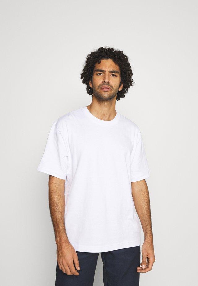 Basic T-shirt - white light