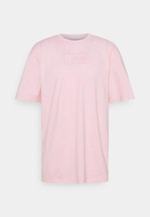 SMALL SIGNATURE BOX WASHED TEE UNISEX - T-shirts print - rose