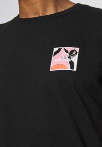 Brixton - ALPHA SQUARE SUNSET - T-shirt imprimé - black - 6